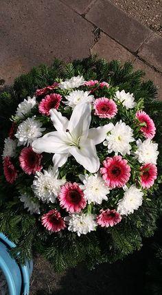 Funeral Arrangements, Wedding Flower Arrangements, Wedding Flowers, Funeral Sprays, Luxury Flowers, Funeral Flowers, Amazing Flowers, Floral Design, Projects To Try