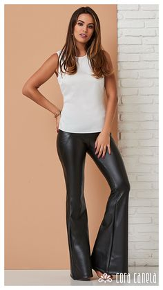 Discover recipes, home ideas, style inspiration and other ideas to try. Sexy Leggings Outfit, Leather Pants Outfit, Tight Leather Pants, Leather Leggings, Leggings Are Not Pants, Leather Outfits, Jeans Outfit Summer, Casual Summer Outfits, Summer Shoes