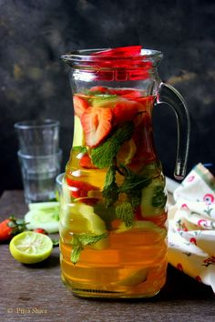 Strawberry Cucumber Iced Green Tea has the freshness of cucumber, strawberry, lemon and mint. Cucumber and strawberries add natural sweetness.