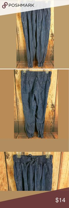 """Calvin Klein Denim Pants Womens Size XS Calvin Klein Denim Pants Womens Size XS Elastic Waist and Ankle  Measurements: Waist = 26"""" Outseam Length = 37"""" Inseam = 28""""  Condition:  Great Used Condition from Clean Pet/Smoke Free Home. Calvin Klein Jeans"""