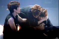 Dongwoo crying, Sungyeol and Sunggyu are here to comfort him | get out