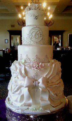 Classically Beautiful Victorian-style Wedding Cake
