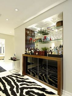 Kitchen Design Small, Bar Unit, Cabinet Design, Modern Home Bar, Living Room Decor Inspiration, Bars For Home, Entertainment Bar, Bathroom Interior Design, Home Bar Designs