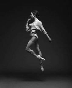 air walk_dance_woman_black and white