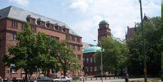 "Albert-Ludwigs-Universität Freiburg im Breisgau ""Universität Freiburg Kollegiengebäude I (Altbau)"". Lizenziert unter Public domain über Wikimedia Commons."