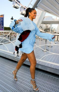 1f56410cf2df 31 Best Rihanna feet images