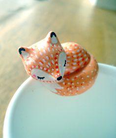 """Attache-thé """"Mon Renardeau"""" oMamaWolf figurine en porcelaine froide"""