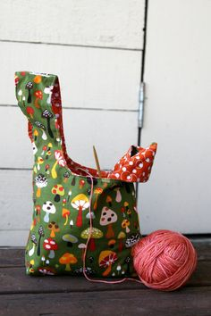 Gift Set Knitting Project Bag / Crochet Project by chubbycloud Diy Sac Pochette, Fabric Crafts, Sewing Crafts, Crochet Projects, Sewing Projects, Japanese Knot Bag, Fabric Bags, Knitted Bags, Handmade Bags