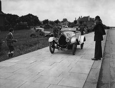 Bugatti Typ 23: Das Foto aus dem Sommer des Jahres 1922 zeigt einen Bugatti Typ...