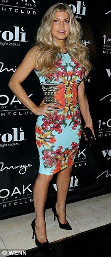 Fergie always gets it right on!  LOVE her print figure-following dress!