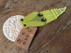Traktatie kinderdagverblijf krokodil met rijstewafel http://www.smikkels.nl/Traktatie-hongerige-krokodil