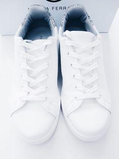e681c977d8ec 34 nejlepších obrázků z nástěnky Sneakers v roce 2019