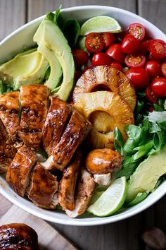Garlic and lime barbecue chicken salad food bbq chicken sala Plats Healthy, Healthy Salads, Healthy Eating, Healthy Recipes, Healthy Food, Dinner Healthy, Breakfast Healthy, Easy Recipes, Bbq Chicken Salad