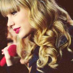 LarrietaH: Te preocupas sobre cosas que no puedes cambiar... - ♫ Starlight by Taylor Swift #soundtracking