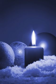 Winter Photography Projects: 53 photography ideas for the winter months - What Digital Camera Blue Candles, Candle Lanterns, Advent Candles, Christmas Candles, Pillar Candles, Dark Blue, Light Blue, Blue And White, Photo Bleu