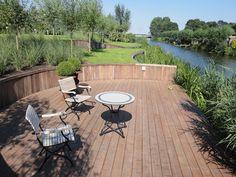 Fantastische plek aan het water. Project uitgevoerd door R.A. Vollebregt Bestrating - Piershil.