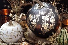 Easy autumn DIY: Cute painted pumpkins – ideas for a pretty fall table. These no-carve, cute painted pumpkins are a bit more glamorous than your usual Halloween pumpkin. They make elegant Fall table centrepieces or pretty painted pumpkin ideas for an adult Halloween dinner party. #cutepumpkinsideas #cutepumpkins #prettypumpkins #glampumpkins #bohohalloween #bohopumpkins #modernvintage #halloweendecorideas Large Pumpkin, Black Pumpkin, Cute Pumpkin, Halloween Dinner, Adult Halloween, White Pumpkins, Painted Pumpkins, Cute Painted Pumpkin Ideas, Halloween Pumpkins