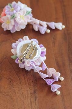下跌的花束②縐夾發飾胸針高考畢業慶典 Diy Ribbon, Ribbon Crafts, Flower Crafts, Diy Crafts For Gifts, Baby Crafts, Fabric Jewelry, Hair Jewelry, Floral Pins, Flower Headpiece