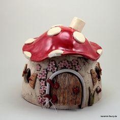 Neuheit aus der Töpferei von Keramik-Fleury. Steffis Wichtelwelt erhält Zuwachs. Kleine Wichtelhäuser aus Keramik als Dekoration oder als kleines Geschenk.