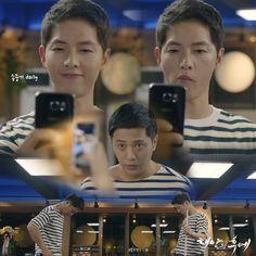 Descendants of the Sun   Song Joong Ki and Jin Goo...haha..yoo shi jin is so sneaky ...