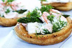 Snakk om en herlig, herlig klassiker! Sprø terteskjell med tykk hvit saus, fisk og reker!