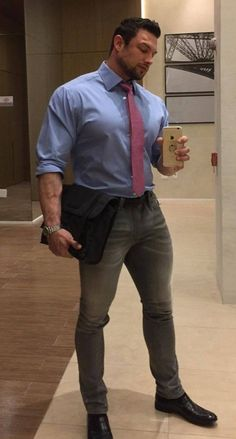 Handsome Men Quotes, Handsome Arab Men, Strong Woman Tattoos, Beautiful Women Quotes, Beefy Men, Hommes Sexy, Muscular Men, Well Dressed Men, Suit And Tie