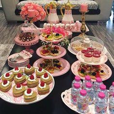 Deco Table, Decoration Table, Kitchen Essentials, Cakes And More, Food Presentation, Food Design, Good Mood, Afternoon Tea, Food Art