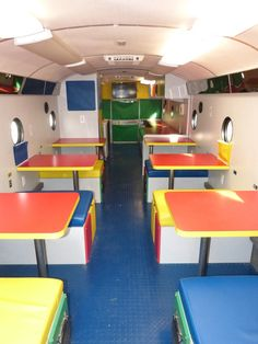 The Creative Discovery Museum takes to the road with a colorful, fun-filled bus, the Discovery Mobile . Reading Buses, Bus Restaurant, Mobile Library, Discovery Museum, School Bus Conversion, School Murals, Elfa, Mobile Business, Magic School Bus
