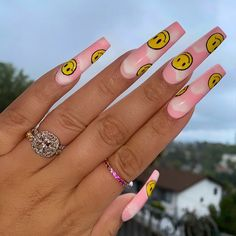 Are you looking for beautiful acrylic summer nails? As this summer is approaching, I think you, like me, are trying to find a new acrylic summer nail. It is always the same that makes one look old-fashioned. Drip Nails, Bling Acrylic Nails, Acrylic Nails Coffin Short, Simple Acrylic Nails, Summer Acrylic Nails, Best Acrylic Nails, Summer Nails, Spring Nails, Coffin Nails
