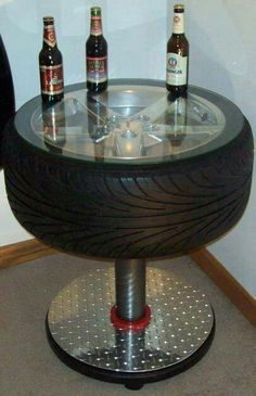 Car parts as everyday household items *For the Man Cave - a cool tire table. Tire Table, Tire Chairs, Diy Auto, Tire Craft, Car Furniture, Automotive Furniture, Automotive Decor, Recycled Furniture, Handmade Furniture