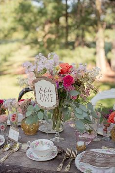 If you love that rustic chic style, you will find tons of inspiration inside. From cakes to stationery to flowers, we have 25 rustic wedding ideas for you! Wedding Reception Tables, Rustic Wedding Centerpieces, Wedding Flower Arrangements, Wedding Table Numbers, Floral Centerpieces, Wedding Flowers, Wedding Decorations, Centerpiece Ideas, Wedding Colors