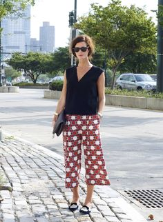 Love this outfit! Seems like a great fit for DC in the summer. our new friend Hedvig, wearing the best tibi silk culottes How To Wear Culottes, Culottes Outfit, Cute Work Outfits, Casual Outfits, Summer Outfits, Hipster Looks, Garance, Outfit Trends, Outfit Combinations