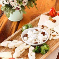 Peynir tabağımızın güzelliğine kapılmak isteyen herkesi kahvaltıya, #Koruİstanbul 'a bekliyoruz  We invite all of you to taste our beautiful cheese plate in breakfast to #KoruIstanbul!