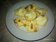 MERENGUITOS  4 claras de huevos  1 cucharita de estevia  Spray de coco o uva