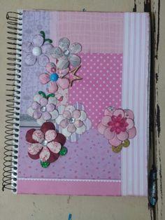 Capa de caderno com retalho de papel