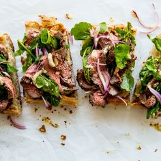 Remove the bread and…voilà: steak salad!