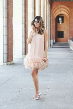 Geek Life – focus on geek life – feather dress Elegant Dresses, Beautiful Dresses, Casual Dresses, Short Dresses, Fashion Dresses, Feather Dress, Fashion Beauty, Womens Fashion, Chic Outfits