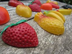I remember we used to have these on the fridge when I was growing up.......Vintage Fruit Magnets..