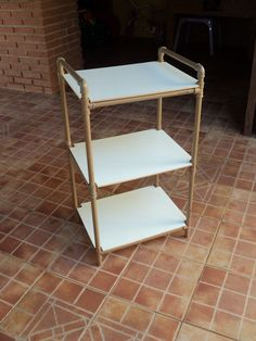 DIY rolling cart with old pipes Pvc Pipe Crafts, Pvc Pipe Projects, Diy And Crafts, Pvc Pipe Furniture, Diy Furniture, Furniture Design, Furniture Slipcovers, Baby Hammock, Diy Home Decor
