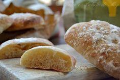 Ciabattine con patate e cipolle, pane sofficissimo preparato con lievito madre, molto gustoso.