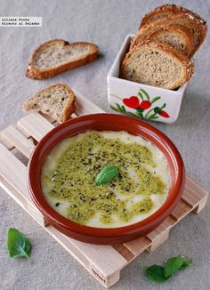 Provolone con pesto y toque picante Receta Salsa Pesto, Appetizers Table, Queso Cheese, Tapas Bar, Food Decoration, Le Chef, I Want To Eat, What To Cook, Cheese Recipes