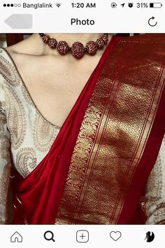 Rotgold-Saree mit elfenbeingoldener Bluse und roter Perlenkette # Source by . Silk Saree Blouse Designs, Saree Blouse Patterns, Blouse Silk Saree, Gold Silk Saree, Wedding Saree Blouse Designs, Red Saree, Saree Look, Maroon Saree, White Saree