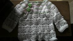 Casaquinho infantil feminino pra 6 a 9 meses! Feito por mim com inspiração no blog crocheetricoparaospequeninos.blogspot.com,br