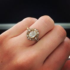 Obsessed with this oval engagement ring by Single Stone!!