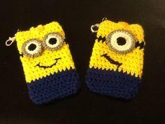 Crocheted Minion phone holder. Free pattern on jeannesbagsandmore.wordpress.com