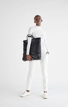 B.06 – BACKPACK  Backpack that can be transformed into a tote by concealing the shoulder straps in the external pocket.  La Débraillée