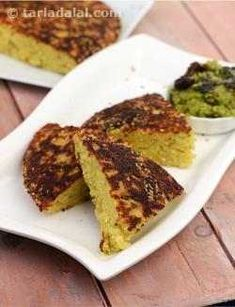 Mixed Dal Handvo is a traditional Gujarati savoury cake, which is a nutritious meal in its own right when served with chutney and buttermilk. Jain Recipes, Gujarati Recipes, Indian Food Recipes, Indian Appetizers, Indian Snacks, Gujarati Cuisine, Gujarati Food, Curd Recipe, Recipe Recipe
