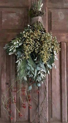 🌟Tante S!fr@ loves this📌🌟Swag|スワッグ 🌟Tante S!fr@ loves this📌🌟Swag|スワッグ Christmas Swags, Xmas Wreaths, Christmas Door, Rustic Christmas, Door Wreaths, Christmas Holidays, Arte Floral, Nature Decor, Xmas Decorations