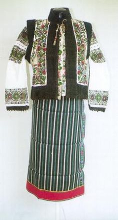Popular Folk Embroidery Women's costume from county of Suceava, Rădăuţi, Moldavia Folk Embroidery, Learn Embroidery, Embroidery Designs, Ethnic Outfits, Ethnic Clothes, Fashion History, Fashion Art, Thinking Day, Folk Costume