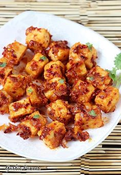 Garlic paneer recipe – delicious chilli garlic flavored quick paneer starter that can be made under 15 minutes. This can be served in so many wonderful ways – as a starter for parties, as a evening snack or can be used as a filling for kathi rolls. Easy Paneer Recipes, Indian Food Recipes, Asian Recipes, Indian Snacks, Indian Starter Recipes, Indian Paneer Recipes, North Indian Recipes, Chinese Recipes, Gastronomia